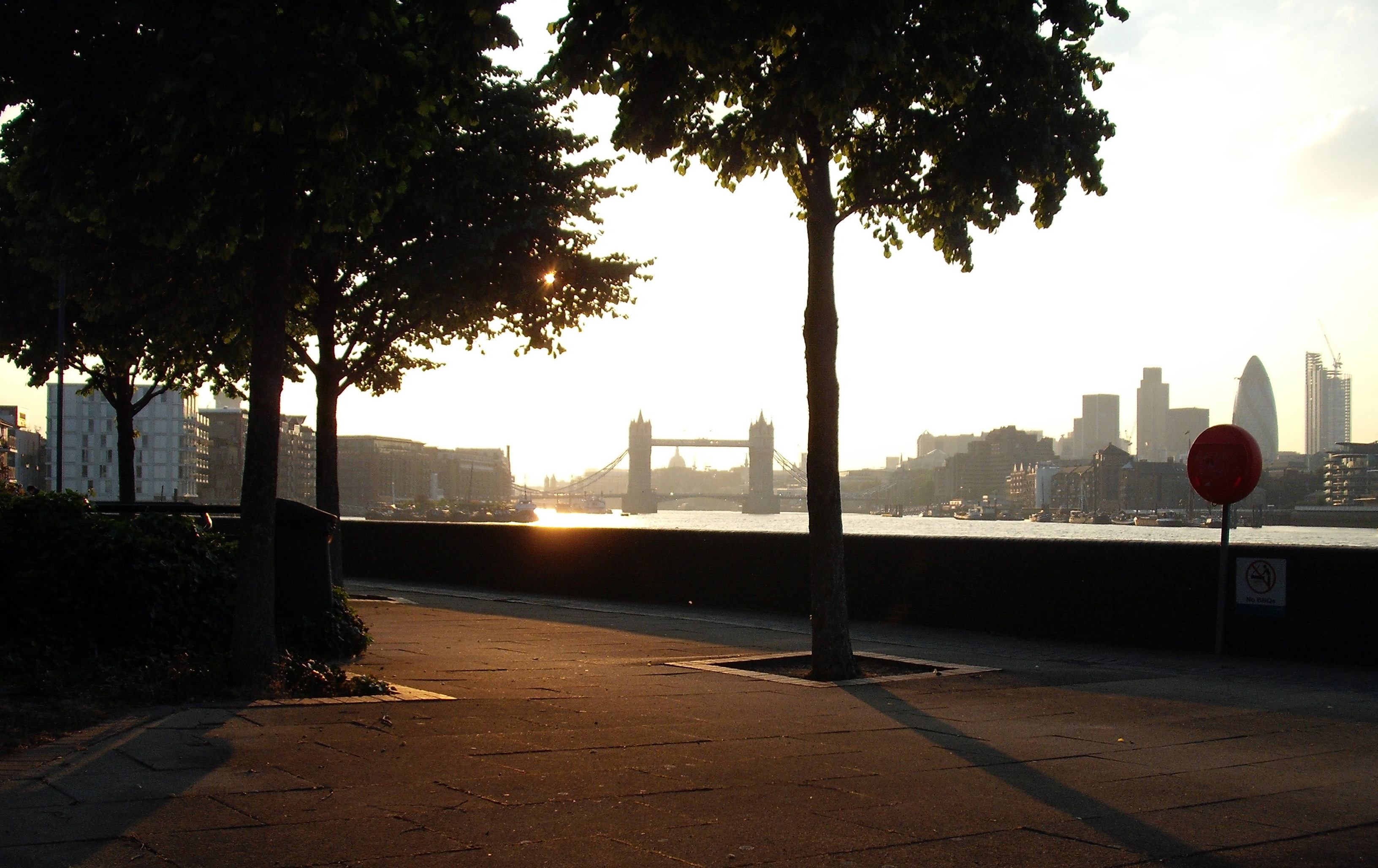 Looking at Tower Bridge... and the Sun