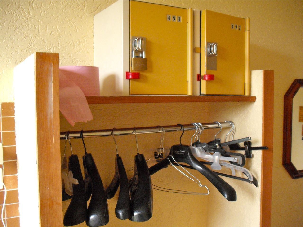 Hanging space & safes