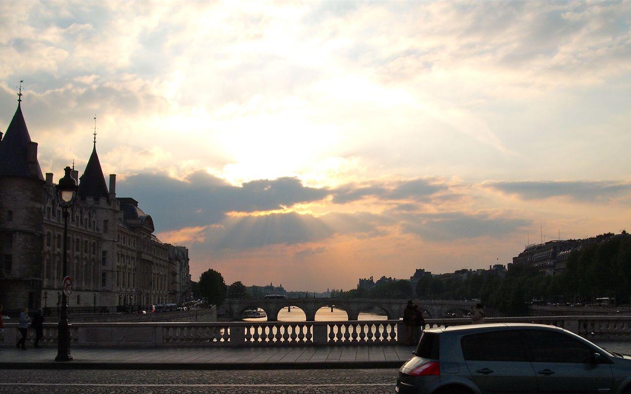 Setting sun over the Seine
