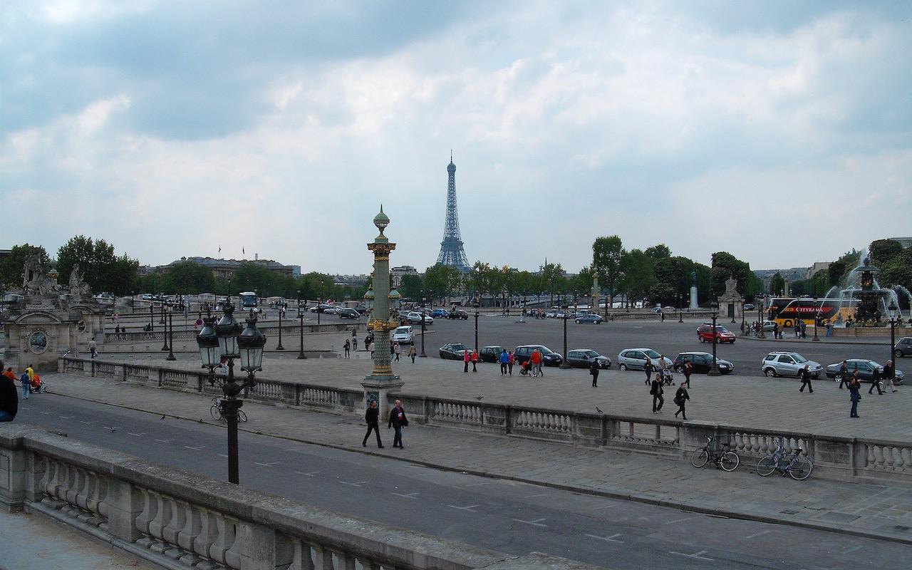Eiffel tower from Place de la Concorde