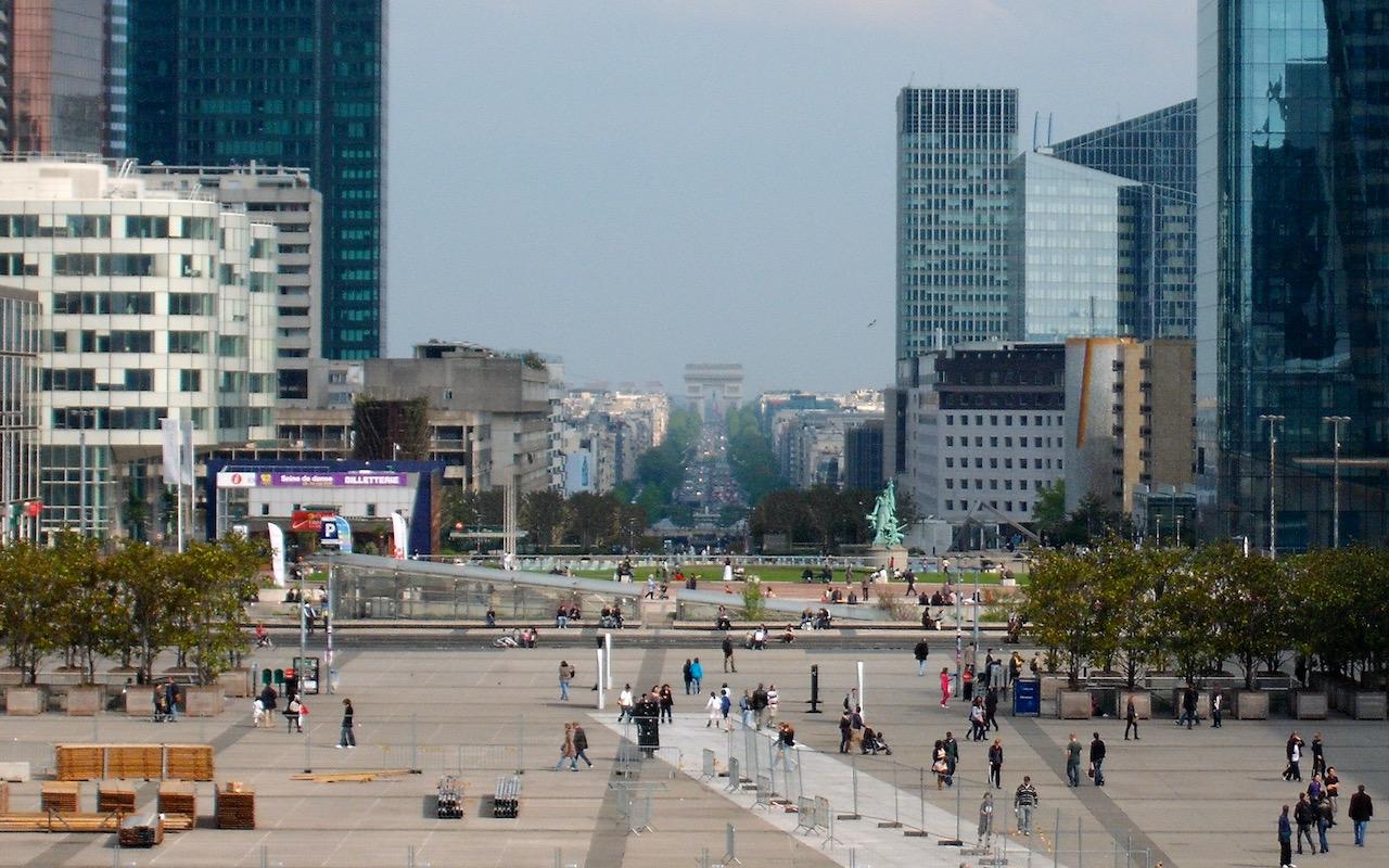 La Défense to Arc de Triomphe Zoomed